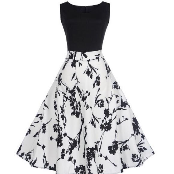 GloryStar Dresses & Skirts - Sleeveless v-neck dress